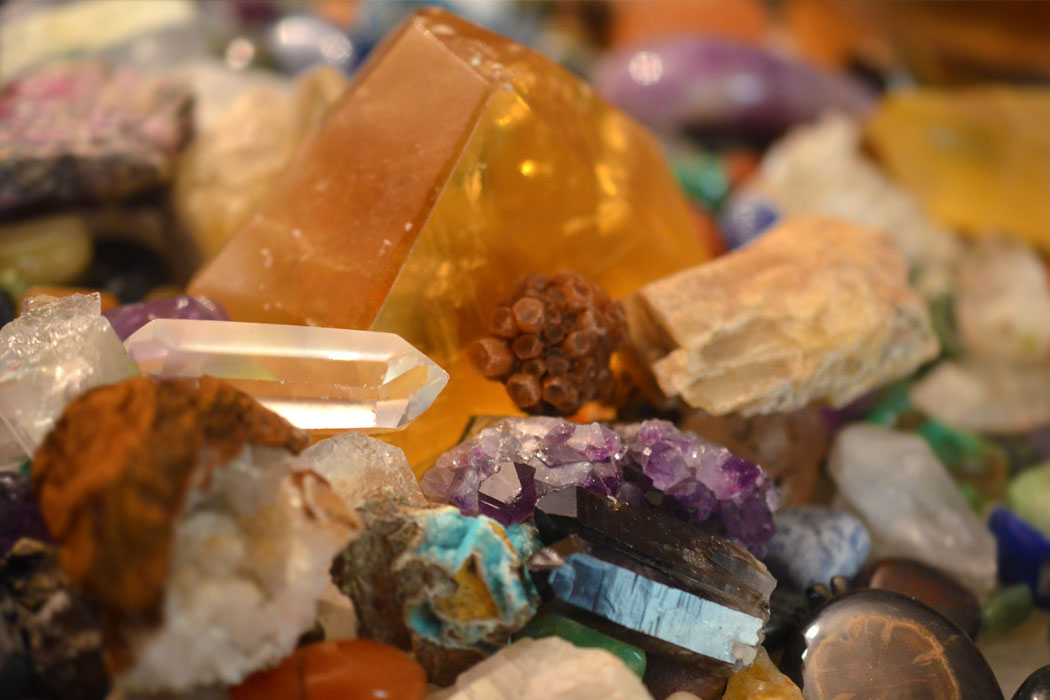 8 Tips on How to Identify Stones and Crystals - Energy Muse
