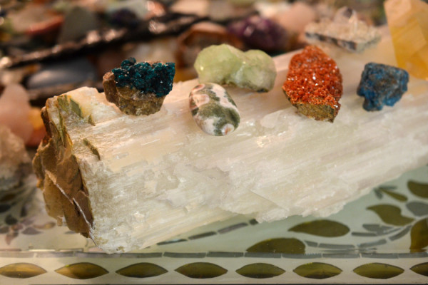 How to Use Selenite Healing Properties