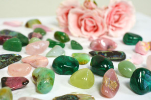 Love Crystals, Stones, and Crystal Grids