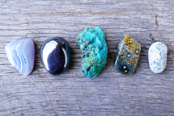 5 Healing Crystals Everyone Needs for 2017