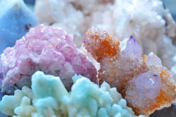 Everything You Need to Know About Crystal Clusters + How to Use Them