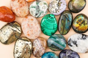 8 Ways to Use Crystal Palm Stones